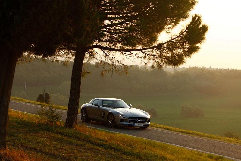 SLS AMG GT3: nový přírůstek do Mercedes-Benz Driving Academy: - fotka 6