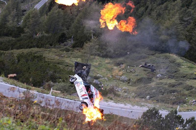 Děsivá bouračka ve starém závodním Fiatu ukazuje, jak důležitá je bezpečnostní klec: - fotka 5