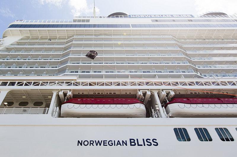 Obří výletní loď má na palubě dvoupatrový závodní okruh: - fotka 5