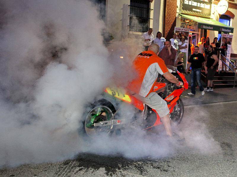 Grand Prix MOTO GP: warm up party jak má být (fotogalerie): - fotka 7