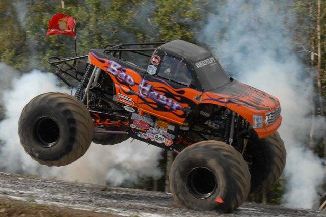 Bad Habit: Rekordní skok v monster trucku: - fotka 7