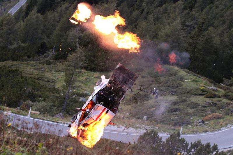 Děsivá bouračka ve starém závodním Fiatu ukazuje, jak důležitá je bezpečnostní klec: - fotka 6