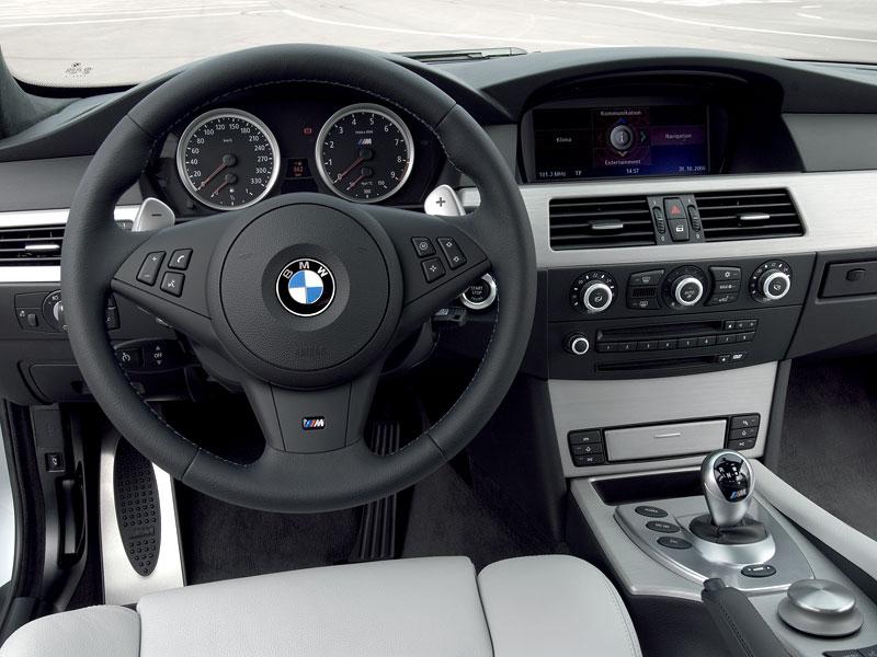 Pod lupou: BMW M5 - Bavorský dálniční expres: - fotka 150
