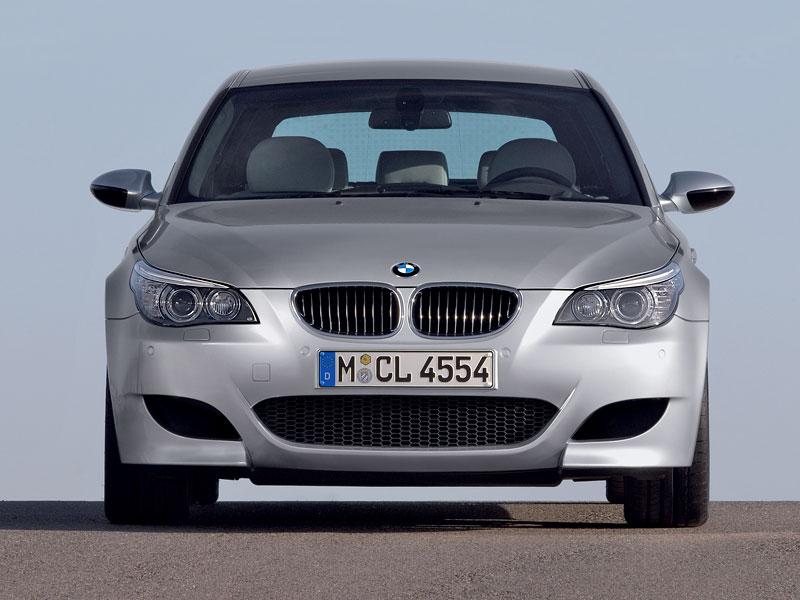 Pod lupou: BMW M5 - Bavorský dálniční expres: - fotka 151