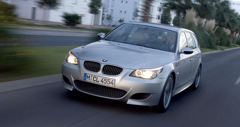 Pod lupou: BMW M5 - Bavorský dálniční expres: - fotka 155