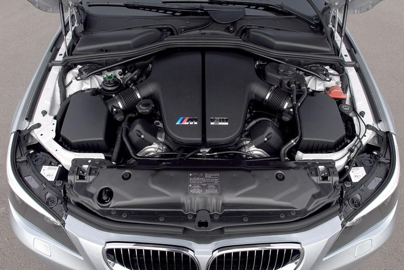 Pod lupou: BMW M5 - Bavorský dálniční expres: - fotka 162