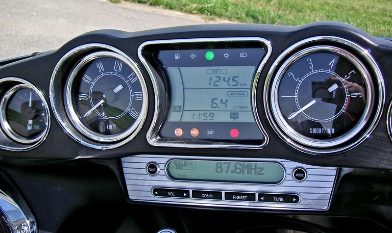 Za řídítky - Kawasaki VN1700 Classic a VN1700 Voyager: - fotka 7