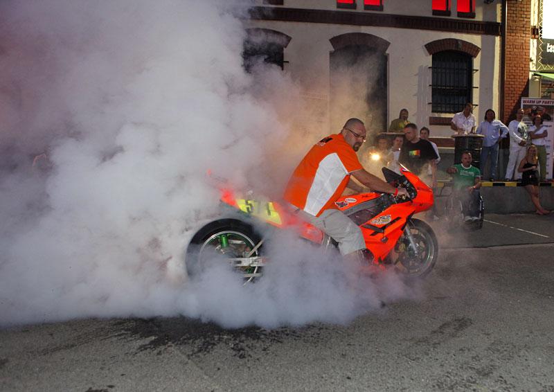 Grand Prix MOTO GP: warm up party jak má být (fotogalerie): - fotka 8