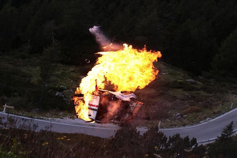 Děsivá bouračka ve starém závodním Fiatu ukazuje, jak důležitá je bezpečnostní klec: - fotka 7