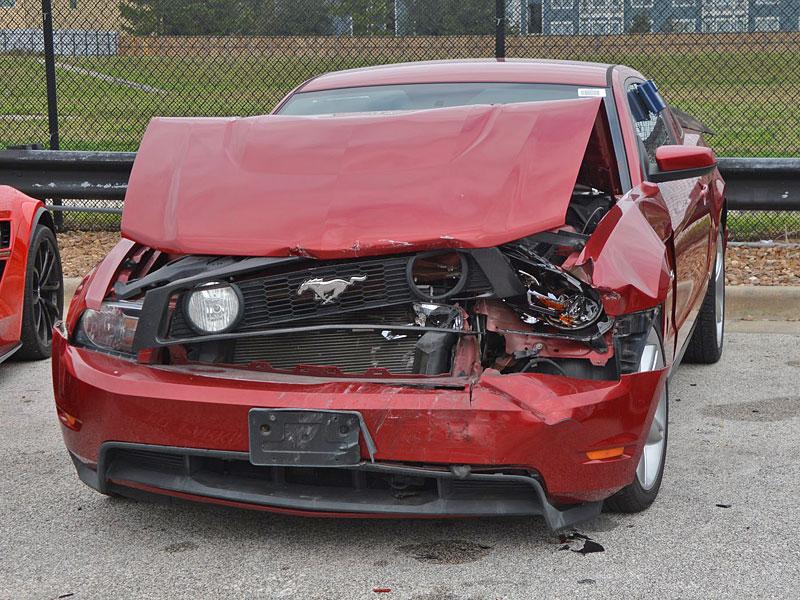 Puberťáci se vloupali do autosalonu, ukradli několik drahých aut a spoustu jich nabourali. Výsledkem je škoda okolo 17 milionů: - fotka 8