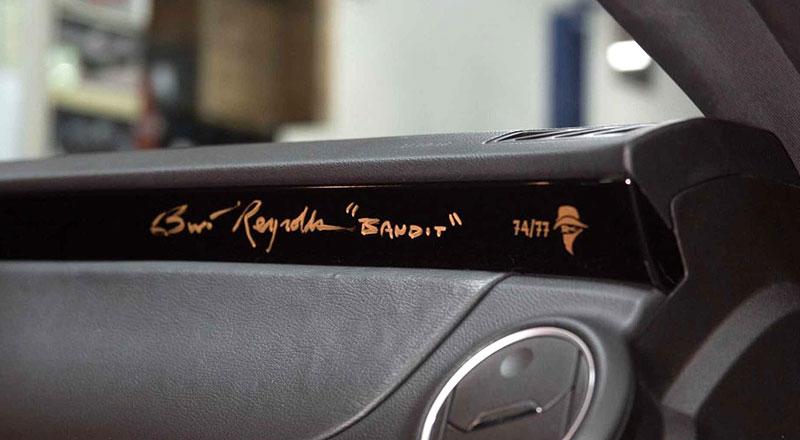 Firebird žil i poté, co skončila značka Pontiac. Jeden moderní Trans Am je právě na prodej: - fotka 5