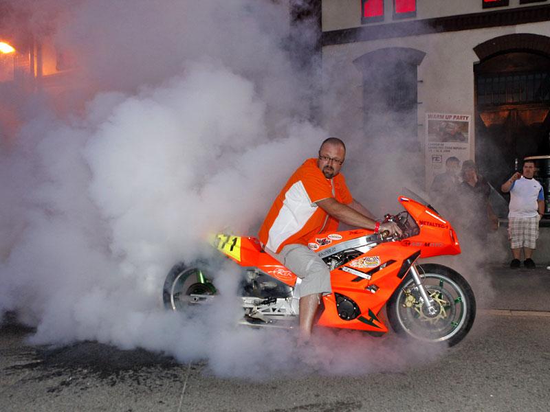 Grand Prix MOTO GP: warm up party jak má být (fotogalerie): - fotka 9