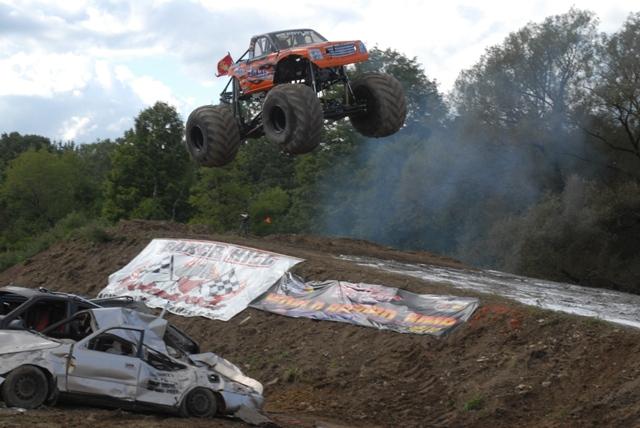 Bad Habit: Rekordní skok v monster trucku: - fotka 9