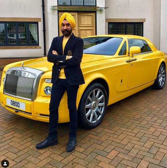 Indický miliardář si koupil najednou šest vozů Rolls-Royce. Jejich barvu vybíral tak, aby ladila s jeho turbanem: - fotka 9