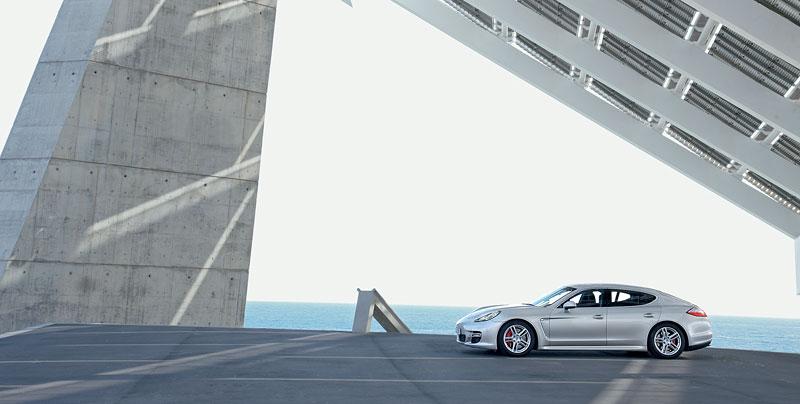 Panamera je zřejmě novým nejrychlejším sedanem Nordschleife: - fotka 76