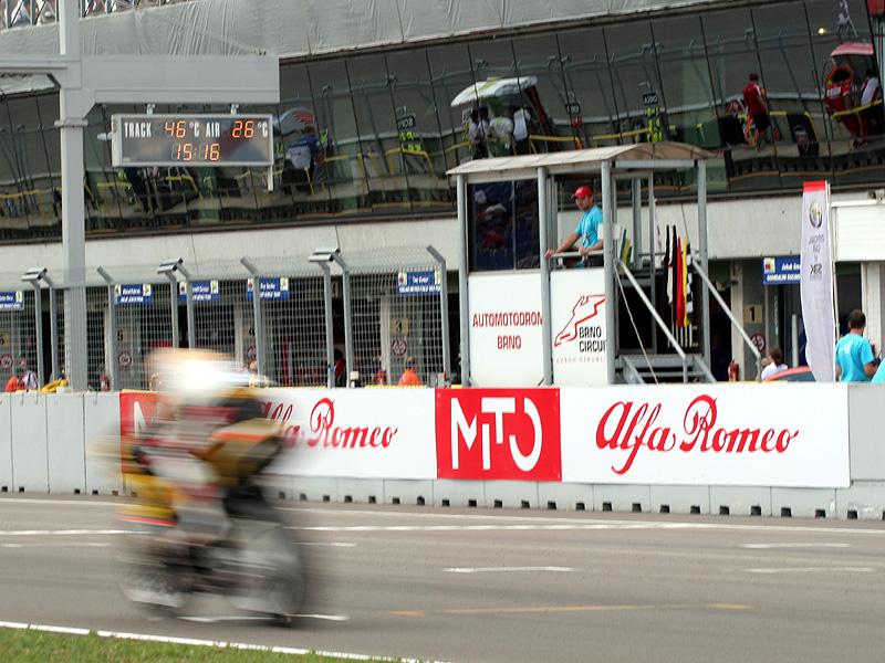Víkend se Superbiky na brněnském okruhu (velká fotogalerie): - fotka 12