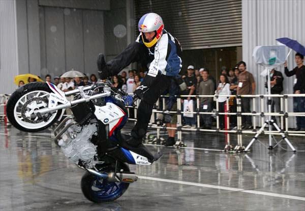 Chris Pfeiffer - mistr světa 2007 ve streetbike freestyle (5x video): - fotka 10