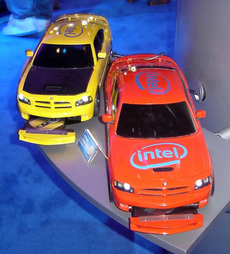 Dodge Charger SRT8: počítač pod kapotou: - fotka 1