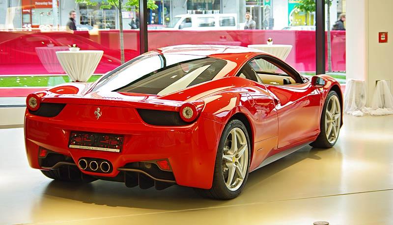 Felipe Massa otevřel v Praze showroom Ferrari: - fotka 11