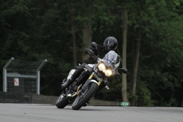 Triumph Adventure 2011 – první špionážní fotografie: - fotka 1