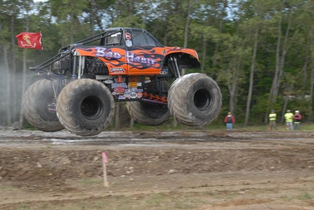 Bad Habit: Rekordní skok v monster trucku: - fotka 10