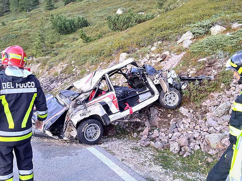 Děsivá bouračka ve starém závodním Fiatu ukazuje, jak důležitá je bezpečnostní klec: - fotka 9