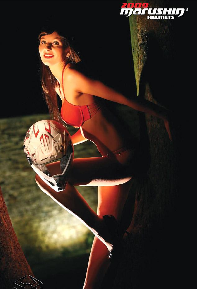 Kalendář Marushin 2009 - helmy a modelky: - fotka 12