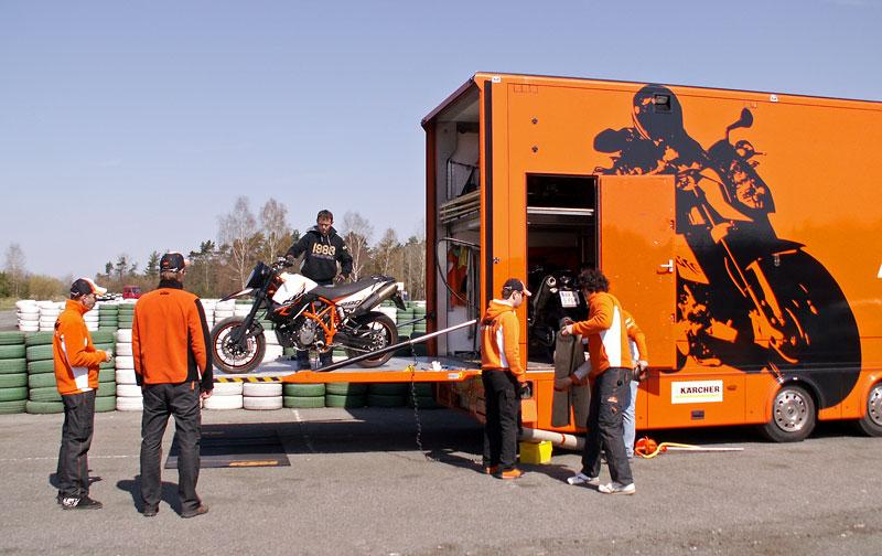 KTM Festival 2010 - oranžový den pod Bezdězem: - fotka 12
