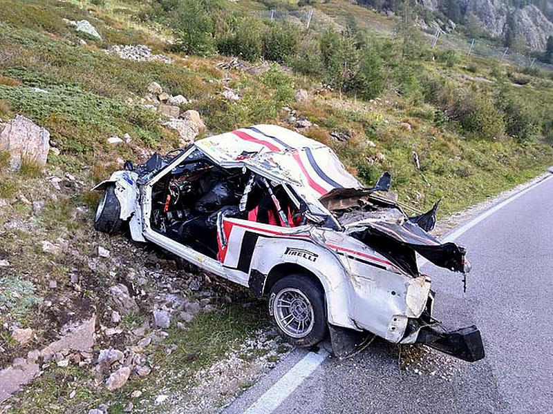 Děsivá bouračka ve starém závodním Fiatu ukazuje, jak důležitá je bezpečnostní klec: - fotka 11