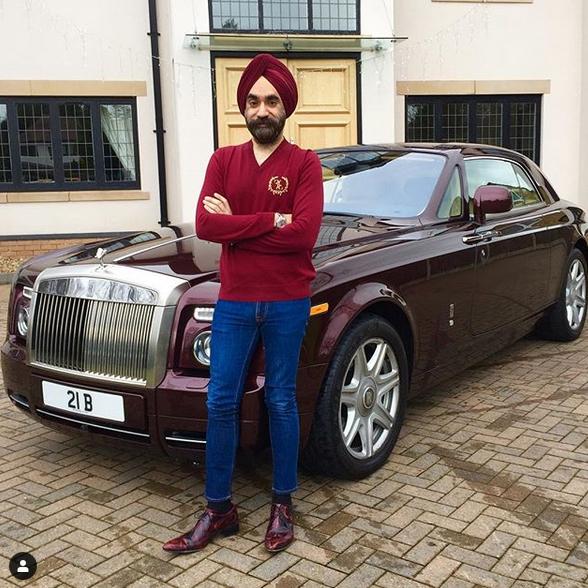 Indický miliardář si koupil najednou šest vozů Rolls-Royce. Jejich barvu vybíral tak, aby ladila s jeho turbanem: - fotka 12