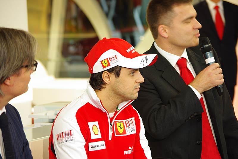 Felipe Massa otevřel v Praze showroom Ferrari: - fotka 14