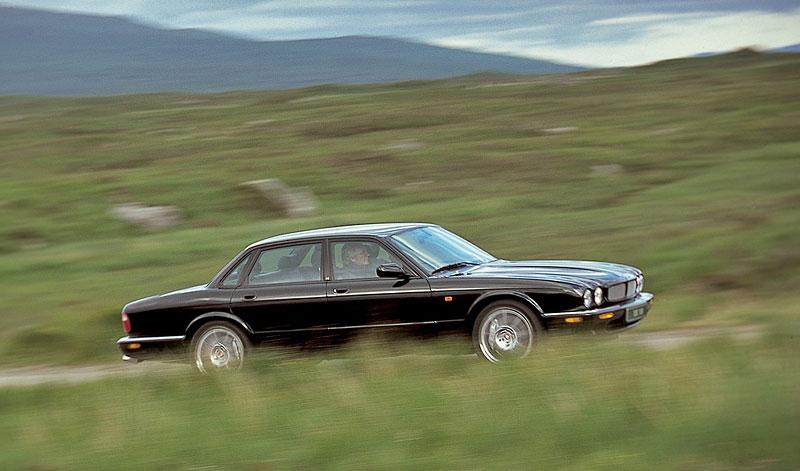 Pod lupou: Jaguar R aneb 25 let rychlých koček: - fotka 27