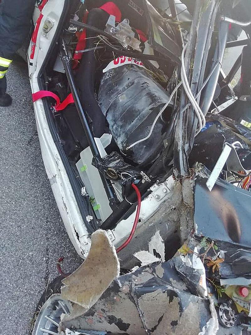 Děsivá bouračka ve starém závodním Fiatu ukazuje, jak důležitá je bezpečnostní klec: - fotka 12