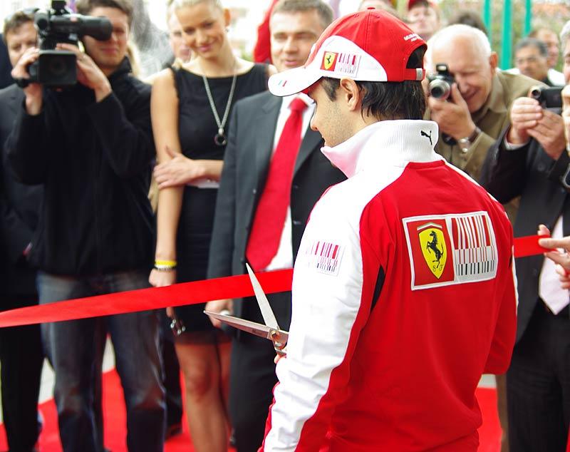 Felipe Massa otevřel v Praze showroom Ferrari: - fotka 15