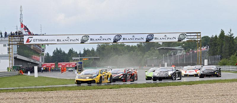 FIA GT: ošklivá havárie při závodě v Brně: - fotka 14