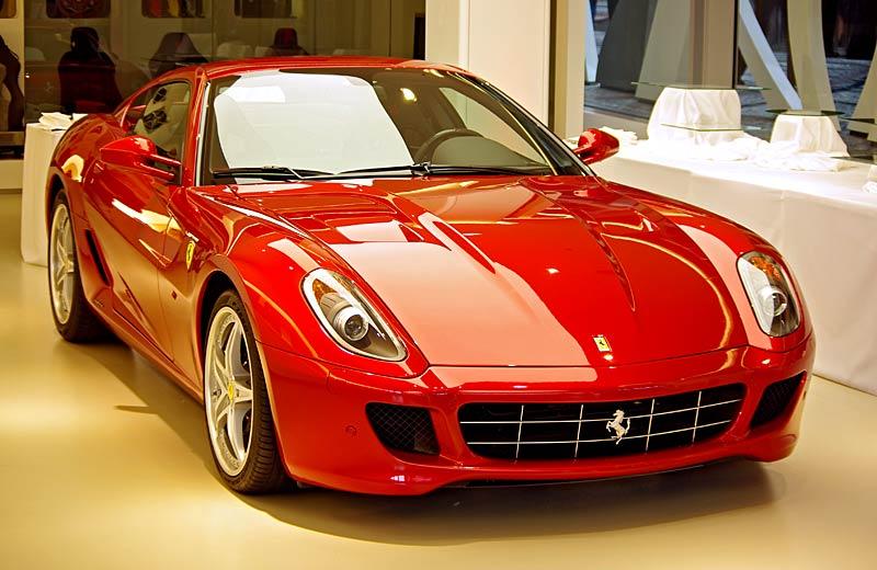 Felipe Massa otevřel v Praze showroom Ferrari: - fotka 16