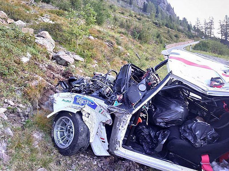 Děsivá bouračka ve starém závodním Fiatu ukazuje, jak důležitá je bezpečnostní klec: - fotka 14