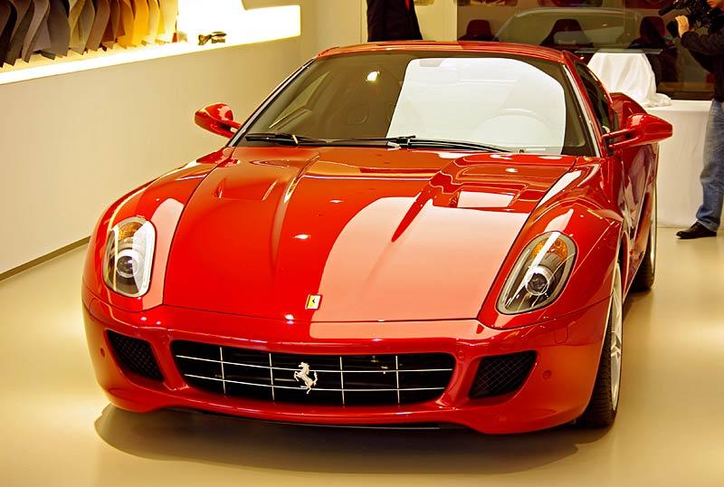 Felipe Massa otevřel v Praze showroom Ferrari: - fotka 17