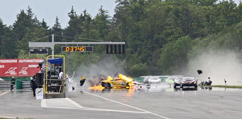 FIA GT: ošklivá havárie při závodě v Brně: - fotka 16