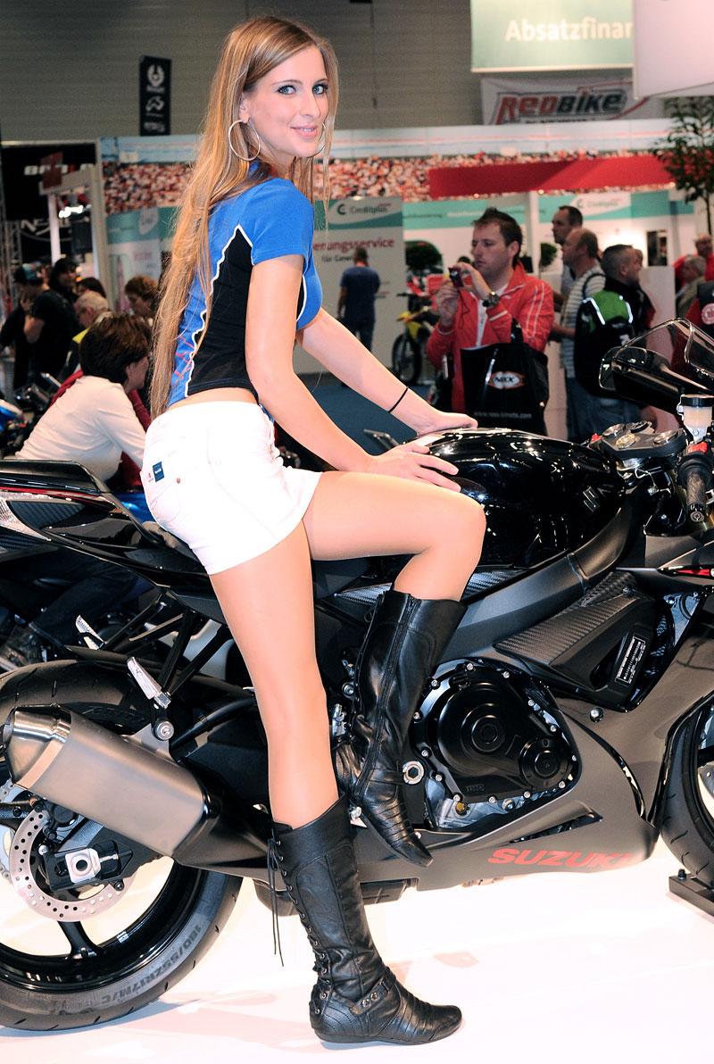 Intermot 2010: modelky: - fotka 16