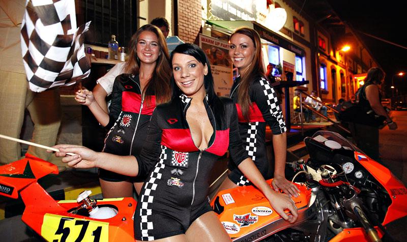 Grand Prix MOTO GP: warm up party jak má být (fotogalerie): - fotka 17