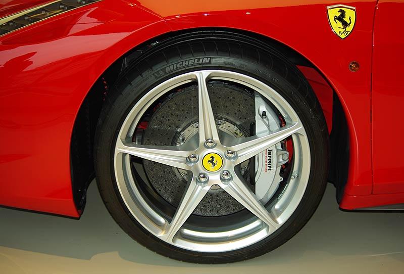 Felipe Massa otevřel v Praze showroom Ferrari: - fotka 18