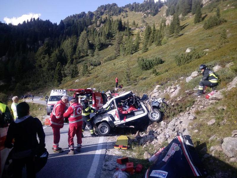 Děsivá bouračka ve starém závodním Fiatu ukazuje, jak důležitá je bezpečnostní klec: - fotka 16