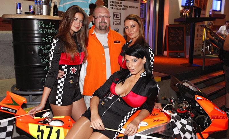 Grand Prix MOTO GP: warm up party jak má být (fotogalerie): - fotka 18
