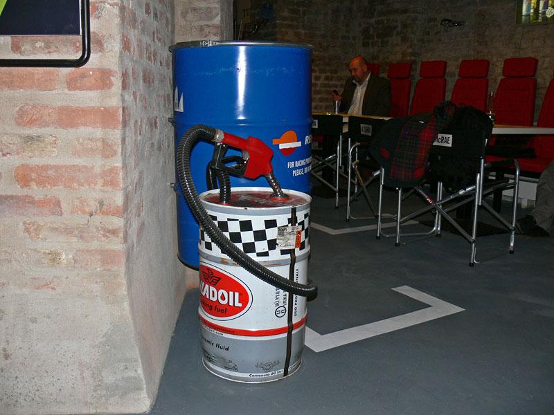 Bar.Club PITSTOP: nový petrolheadský pub v Nuslích: - fotka 17