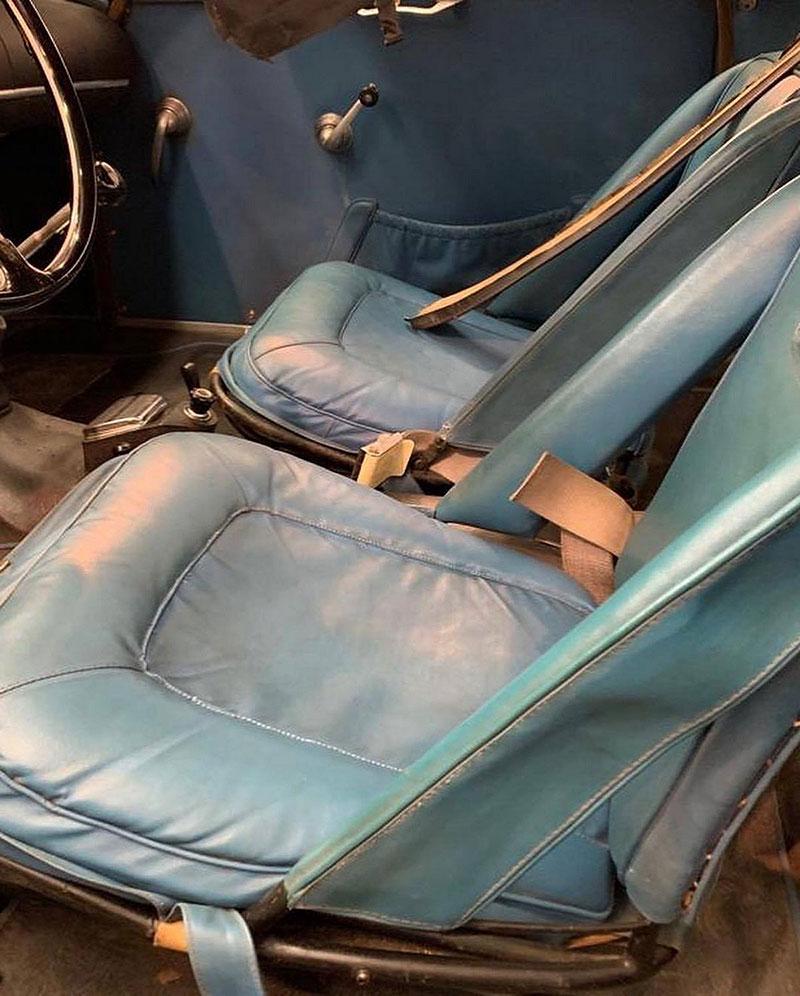 Opuštěná Alfa Romeo, která se našla po 35 letech, se prodala v dražbě. A vážně ne levně: - fotka 1