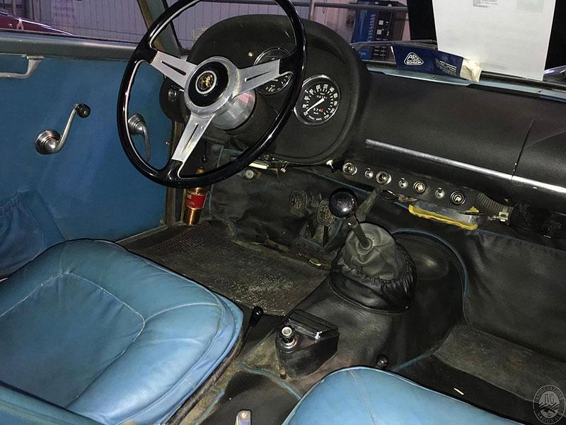 Opuštěná Alfa Romeo, která se našla po 35 letech, se prodala v dražbě. A vážně ne levně: - fotka 3