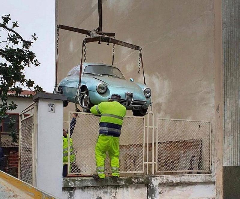 Opuštěná Alfa Romeo, která se našla po 35 letech, se prodala v dražbě. A vážně ne levně: - fotka 4
