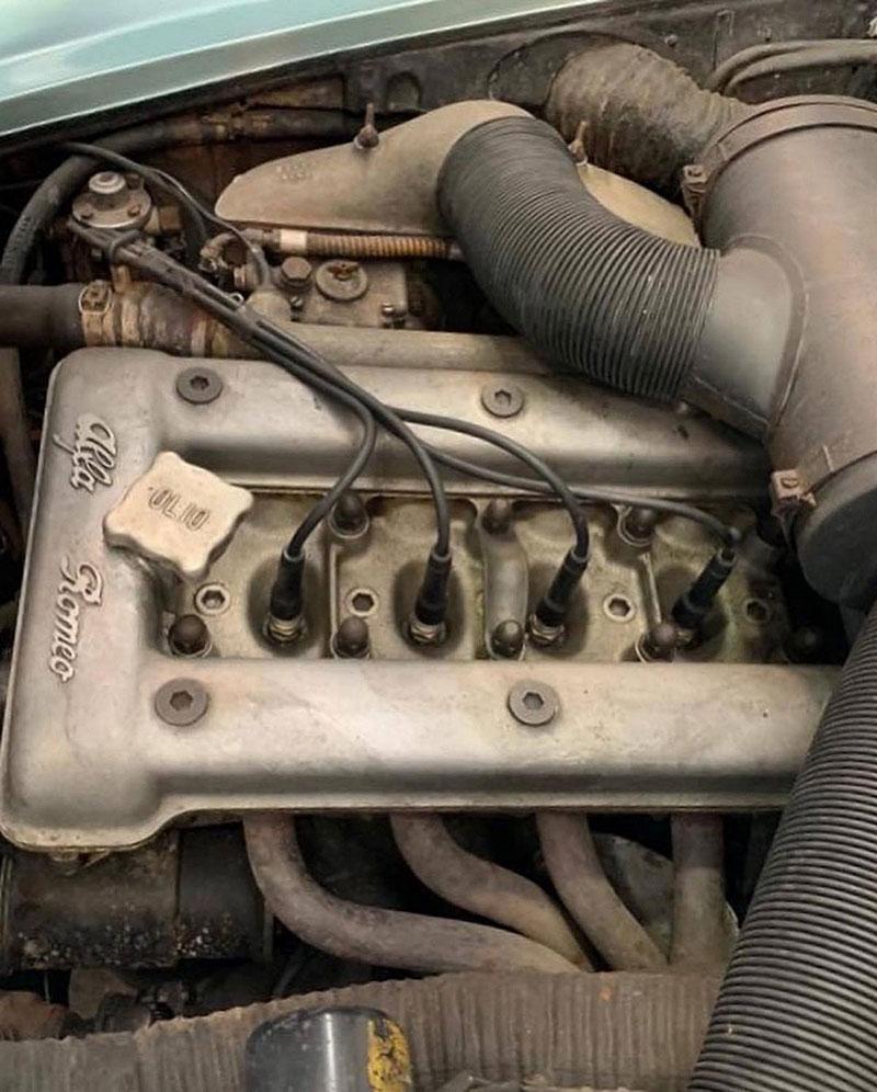 Opuštěná Alfa Romeo, která se našla po 35 letech, se prodala v dražbě. A vážně ne levně: - fotka 6
