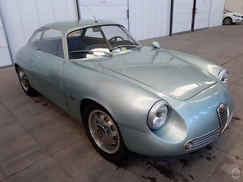 Opuštěná Alfa Romeo, která se našla po 35 letech, se prodala v dražbě. A vážně ne levně: - fotka 10